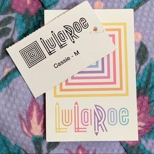 LuLaRoe Skirts - 🔥3/$15🔥NWT LuLaRoe Cassie Textured Floral Skirt